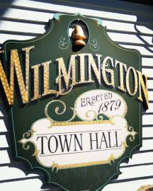 wilmingtontownhallsign